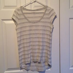 Gap gray and white striped shirt sleeve tee